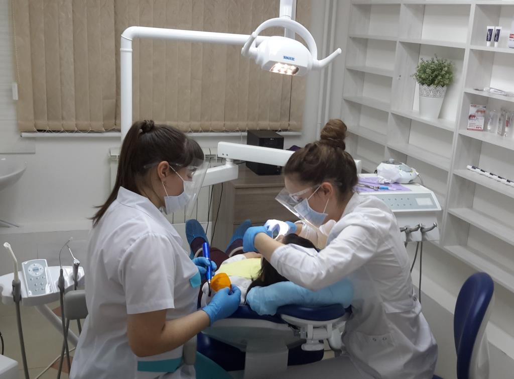 лечение зубов Аверс